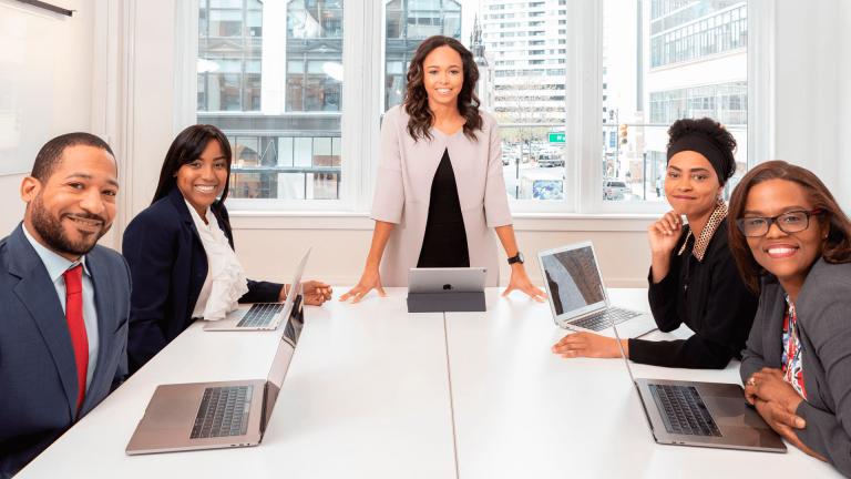 Gateware - GW Outsourcing - Empresa de tecnologia tem mulheres em metade dos cargos de liderança e quer ampliar participação feminina